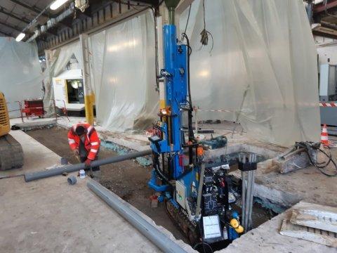 Intervention dans un Hangar de Toulon pour nouvelle dalle supportant un portique.